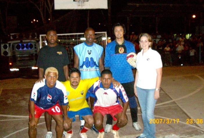 2007年3月。フリオ・メディ-ナのフットサル大会にデリー・バルデスと共に特別参加!! 058