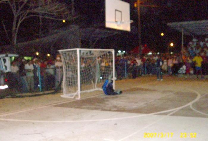 2007年3月。フリオ・メディ-ナのフットサル大会にデリー・バルデスと共に特別参加!! 062