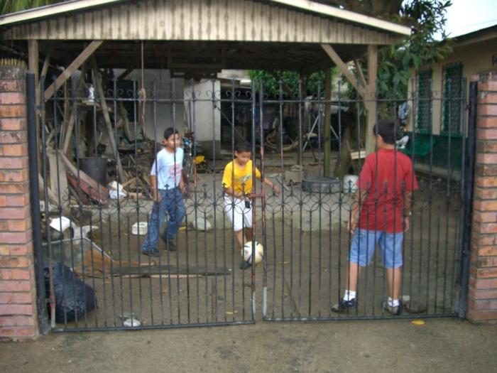 2006年9月。どこでもサッカー、ホンジュラス人の子供!